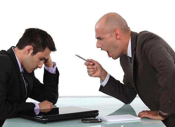 ストレス低減のために常に怒っている、嫌味たらしい上司の対処法